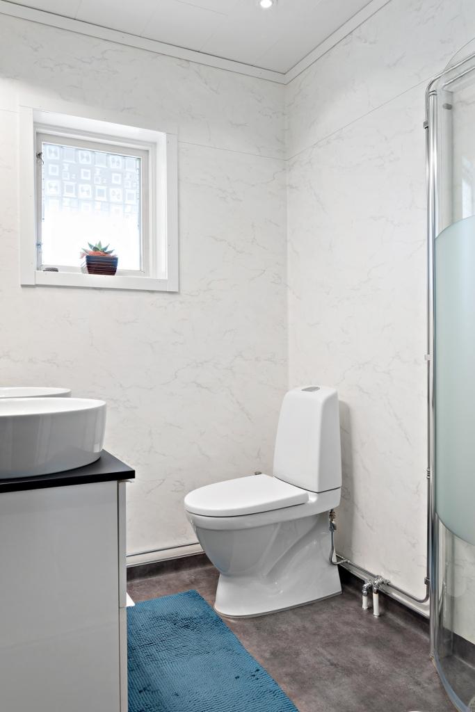 Nyrenoverat badrum entréplan