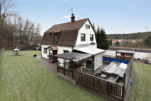 Välkommen till denna charmiga 20-tals villa!