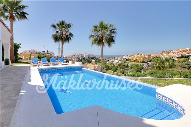 Trevligt poolområde med fin utsikt