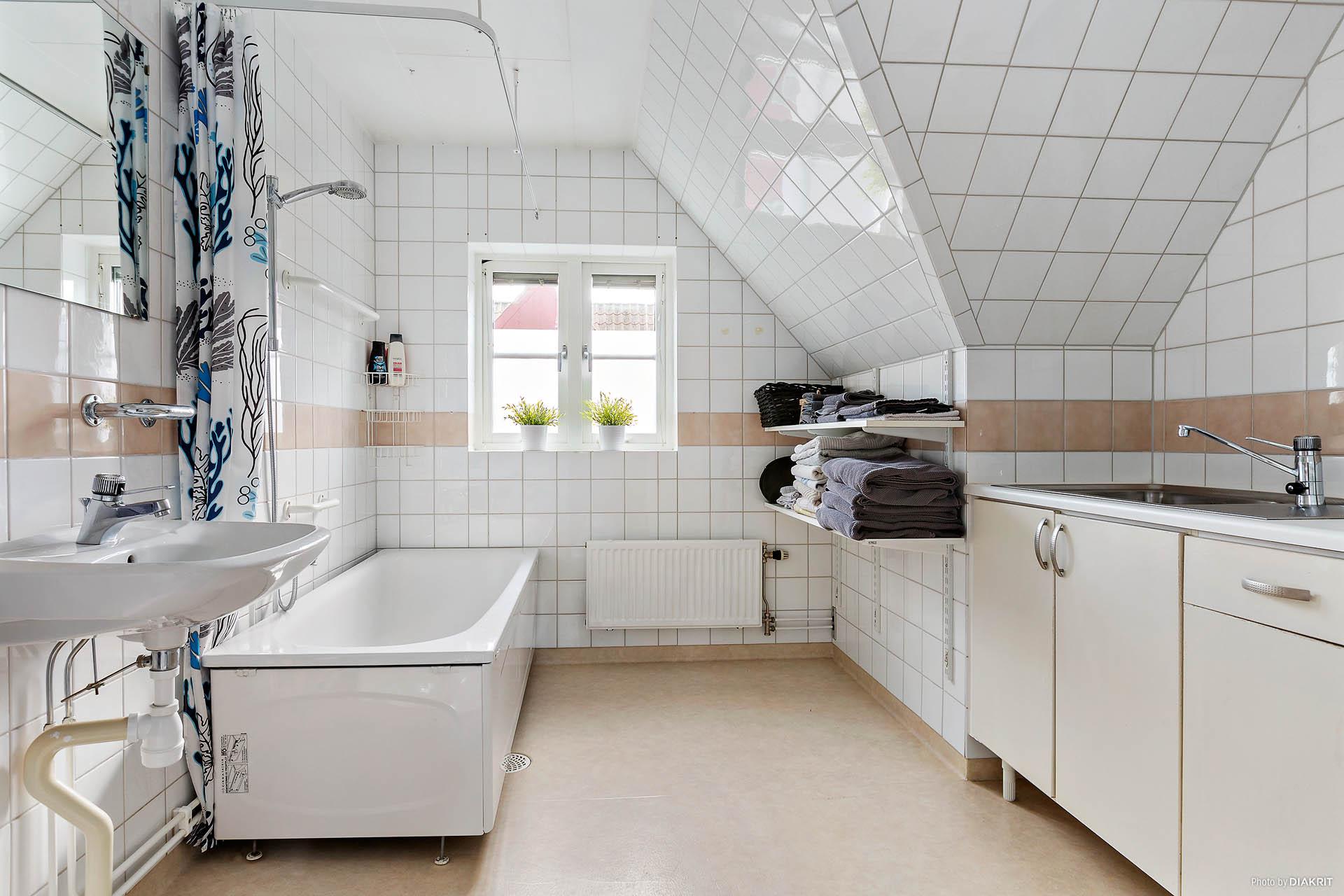 Badrum/tvättstuga ovanvåning