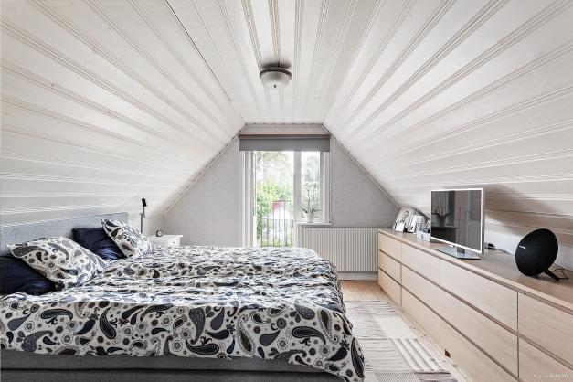 Lgh 2/plan 3 - sovrum 1 med balkong mot innergård