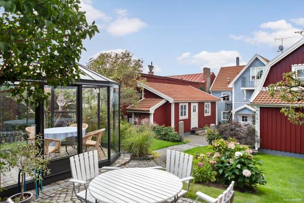 Uteplats/orangeri i trädgård