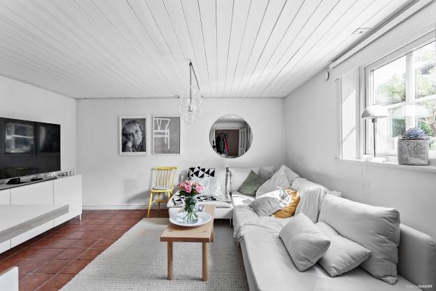 Gårdshus - allrum (Bild saknas från gästhuset - oinrett)