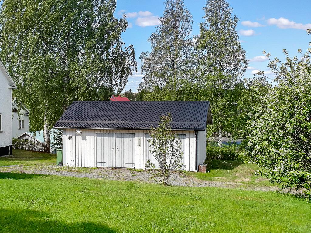 Fristående isolerat dubbel garage, uppfört -93.