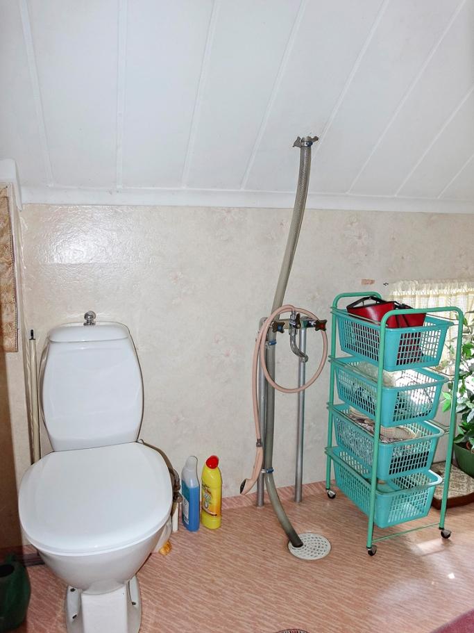 Toalett med snedtak..