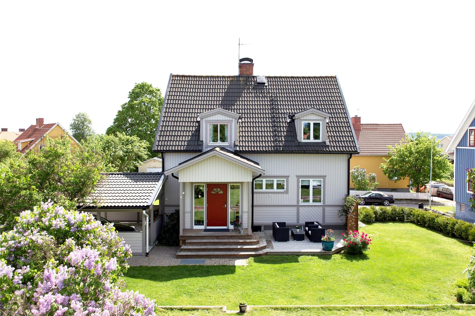 Välskött villa och trädgård