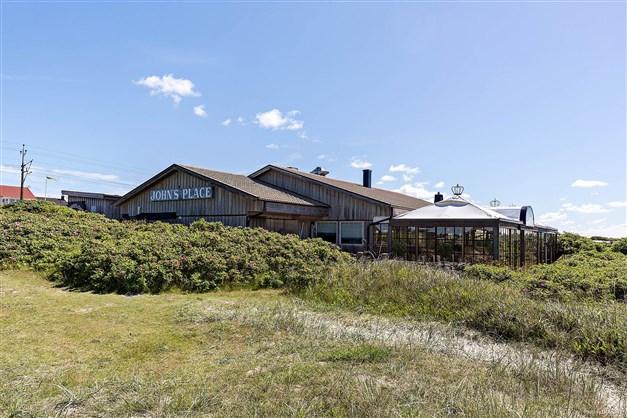 I Apelviken har du bl.a Johns Place som är en av Varbergs populäraste restauranger