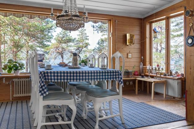 Härlig matplats med utsikt mot havet