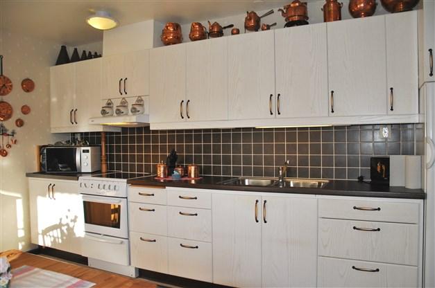 Köksinteriör - köksluckor/-lådor med dämpning