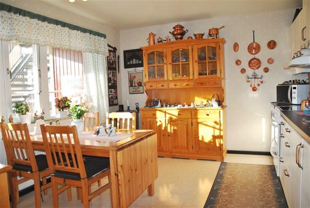 Kök med gott om plats och bra med förvaringsmöjligheter