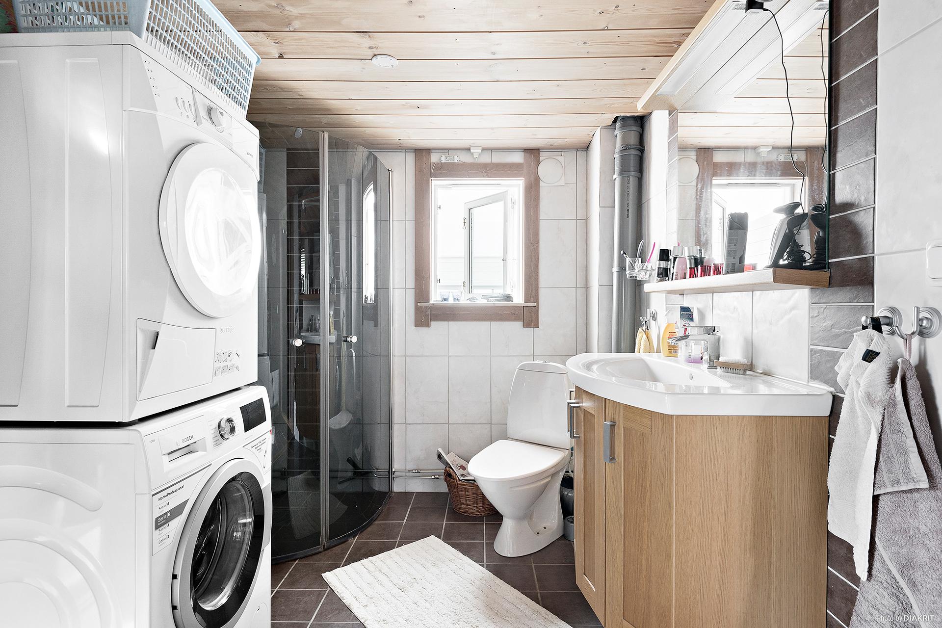 Badrum med tvätt