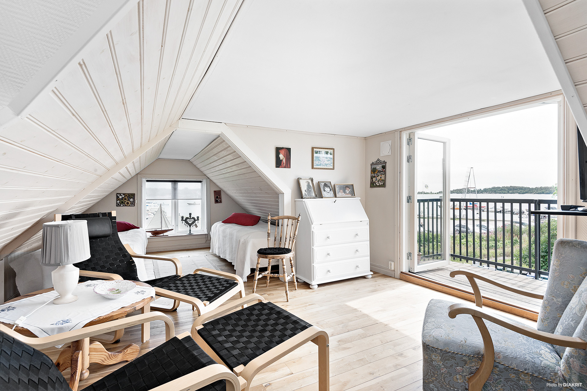 Allrum med utg till balkong samt sovutrymme plan 2