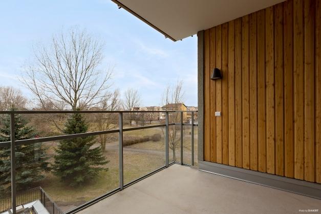 Balkong mot föreningens innergård och park!