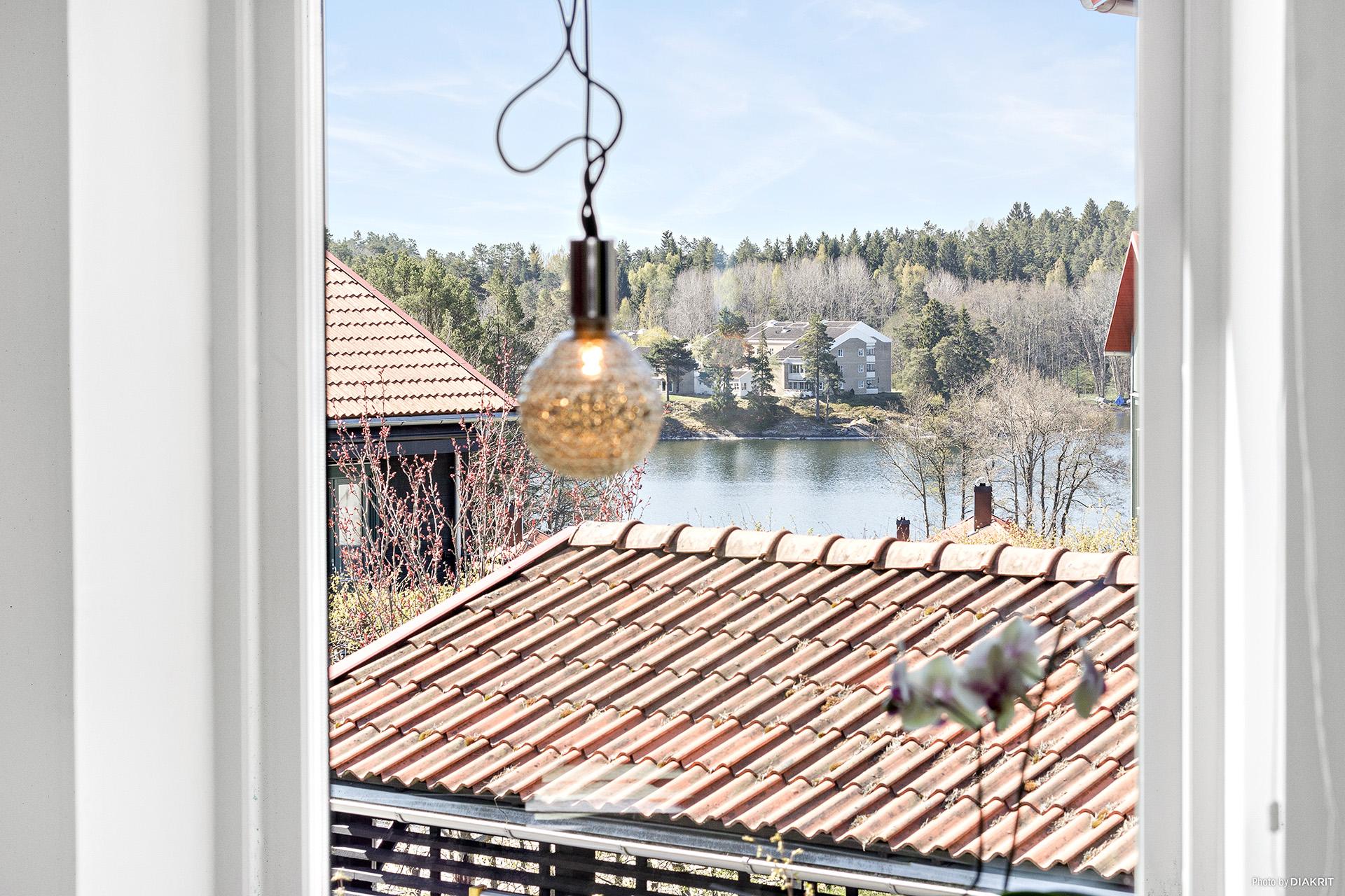 Utsikten från sovrummet med fransk balkong