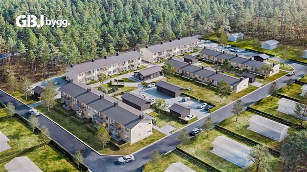 I utkanten av sköna Åhus, i solig tallskog och med stranden på nära cykelavstånd, reser GBJ Bygg ett mysigt litet kvarter med enplanshus i länga och tre lägenhetshus i två plan.