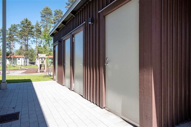 Förråd i intilliggande byggnad