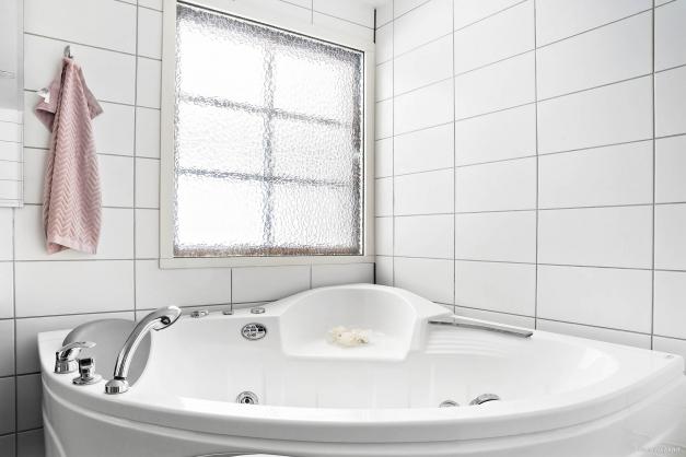 Hörnbadkar med bubbelfunktion