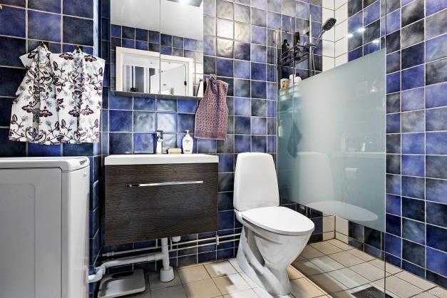 Helkaklad toalett/dusch i våning 2