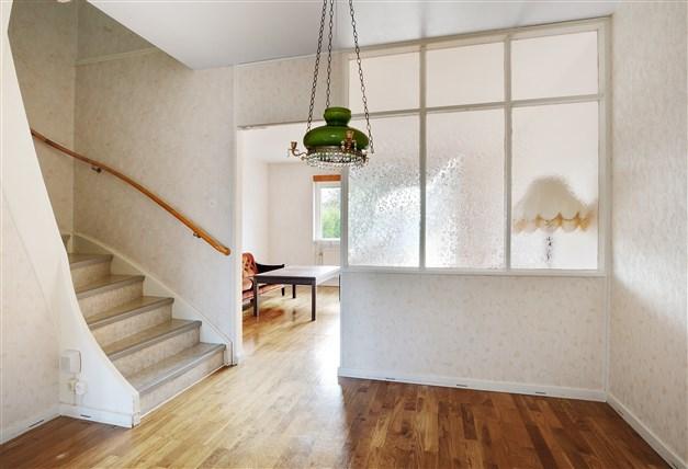 Matrum och trappa till övervåningen