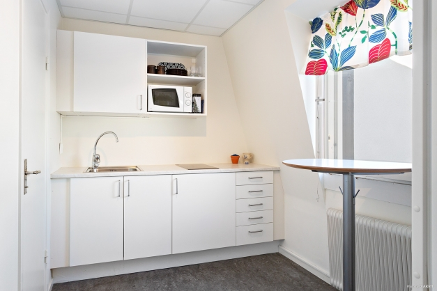 Kök i anslutning till wc-rum 2 och matrum / samlingsrum.
