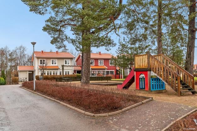 Innergård med lekplats