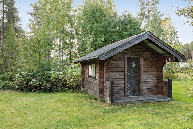 Timrad förrådsbod/gäststuga