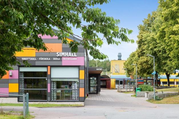 Björndammens skola. Björndammens simhall erbjuder simskola, vattengymnastik, bastu och konditionssim