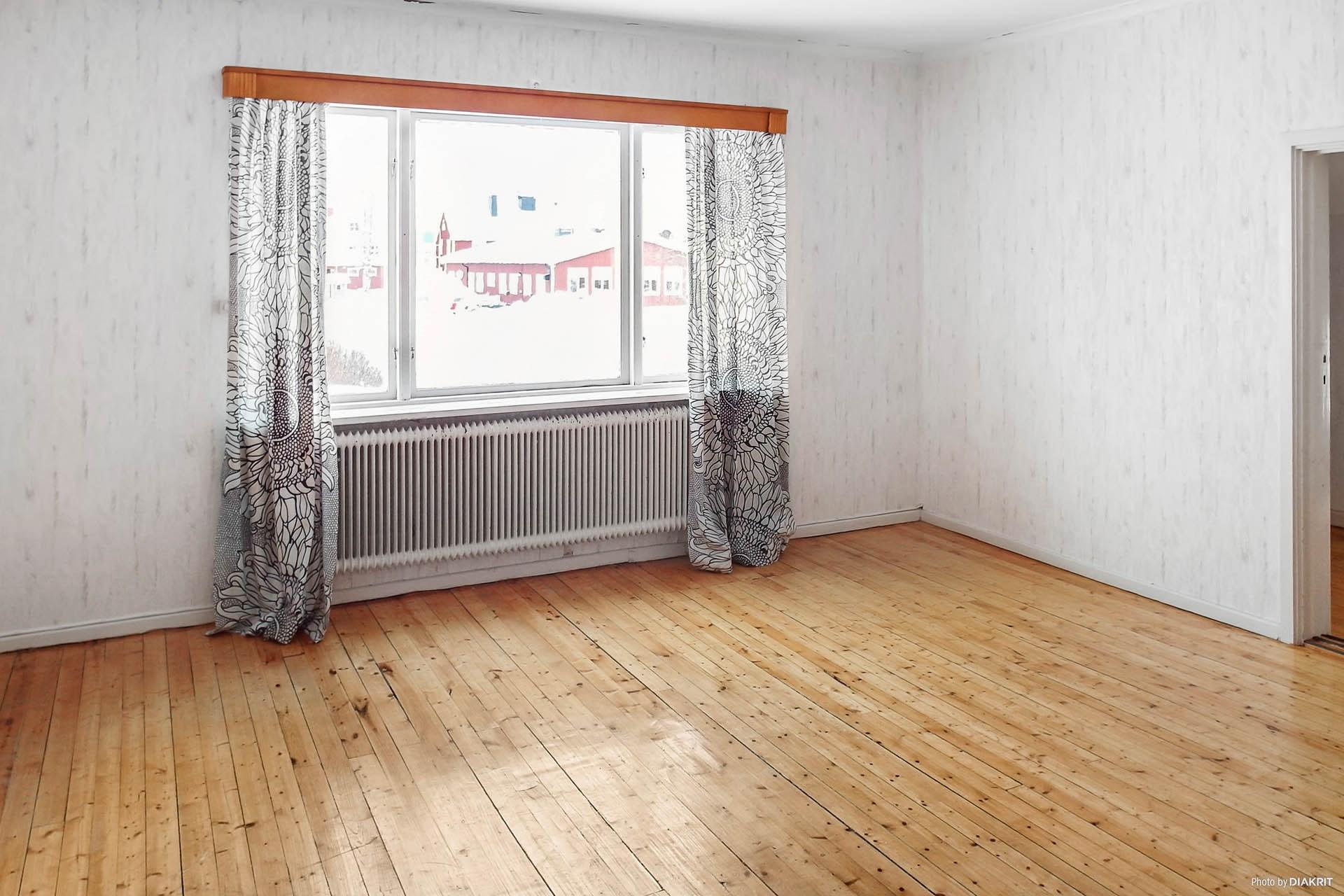 Stort sovrum/vardagsrum på övervåningen.
