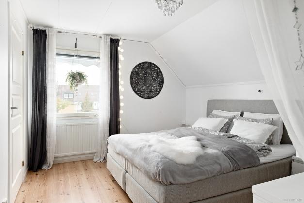 Master bedroom - sovrum 2 övre plan