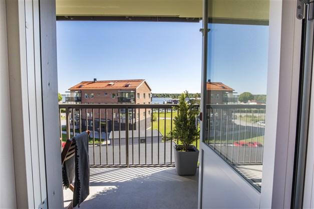 Vy från balkongen i söder visningslägenheten Terrilörsgatan 3