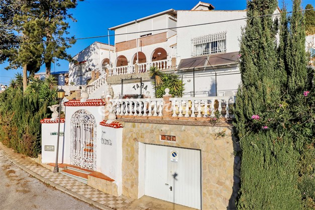 Maffig villa med 10 lägenheter