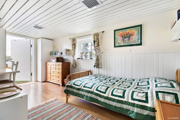 Sovrum med egen ingång - perfekt för tonåringen!