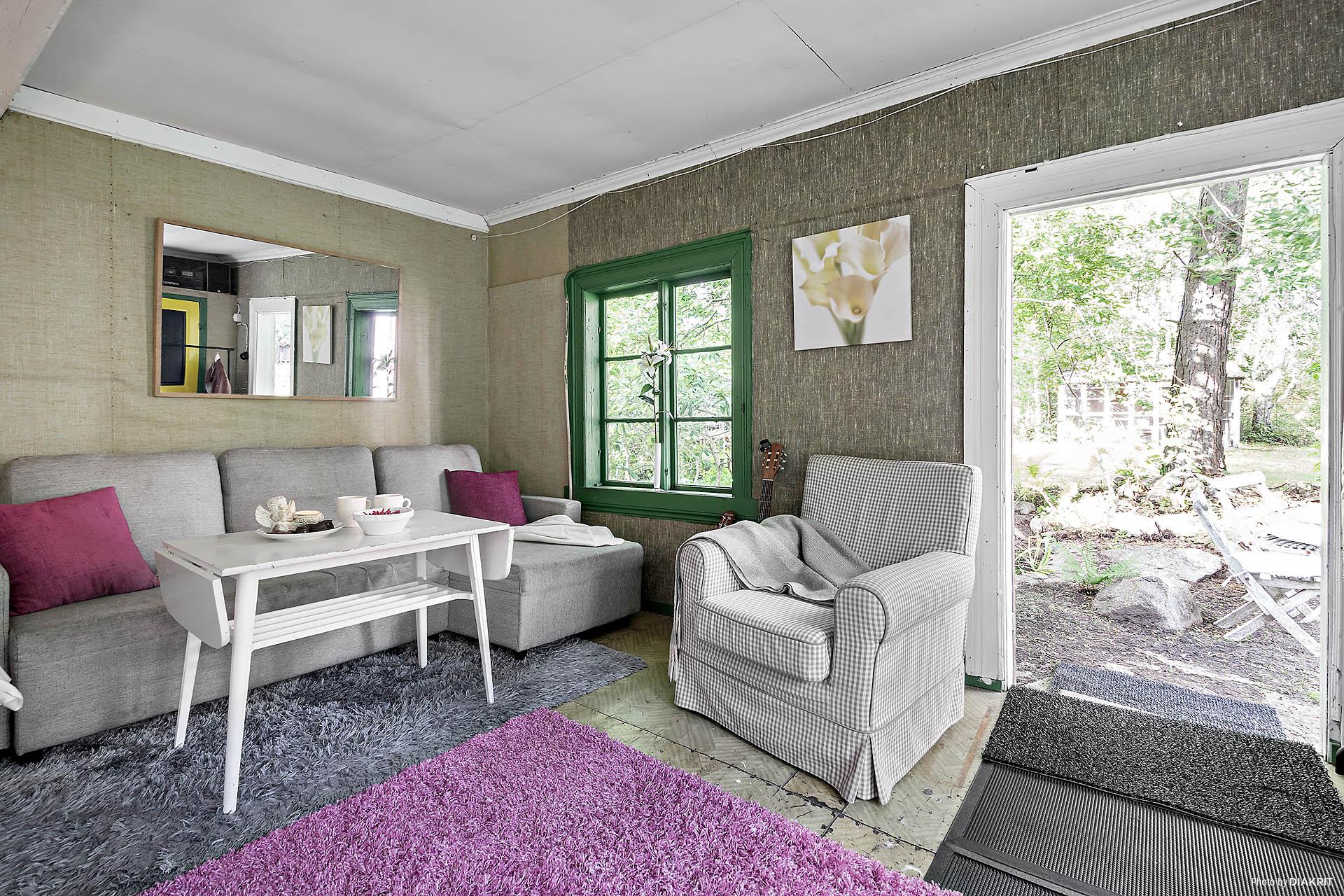 Gästrummet i gårdshuset ger gott om extra utrymme (hela sex sovplatser i dagsläget) för vänner & släkt på besök