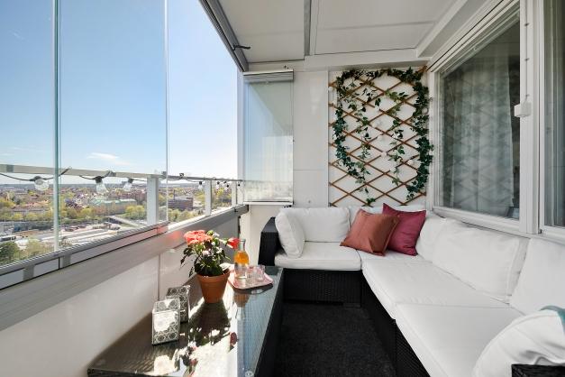 Stor, inglasad balkong