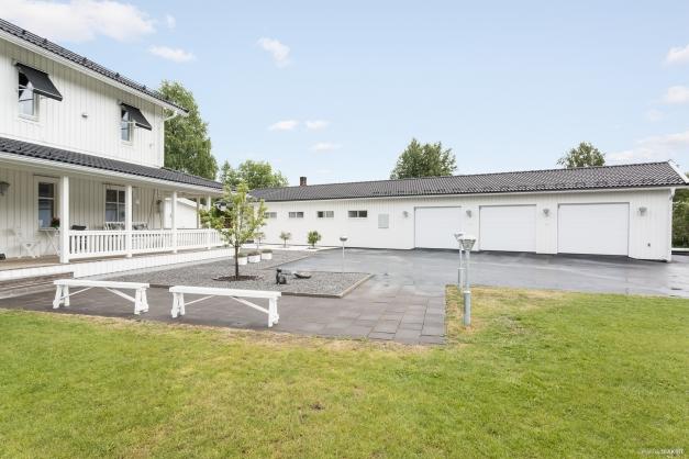 Hus och garagelänga