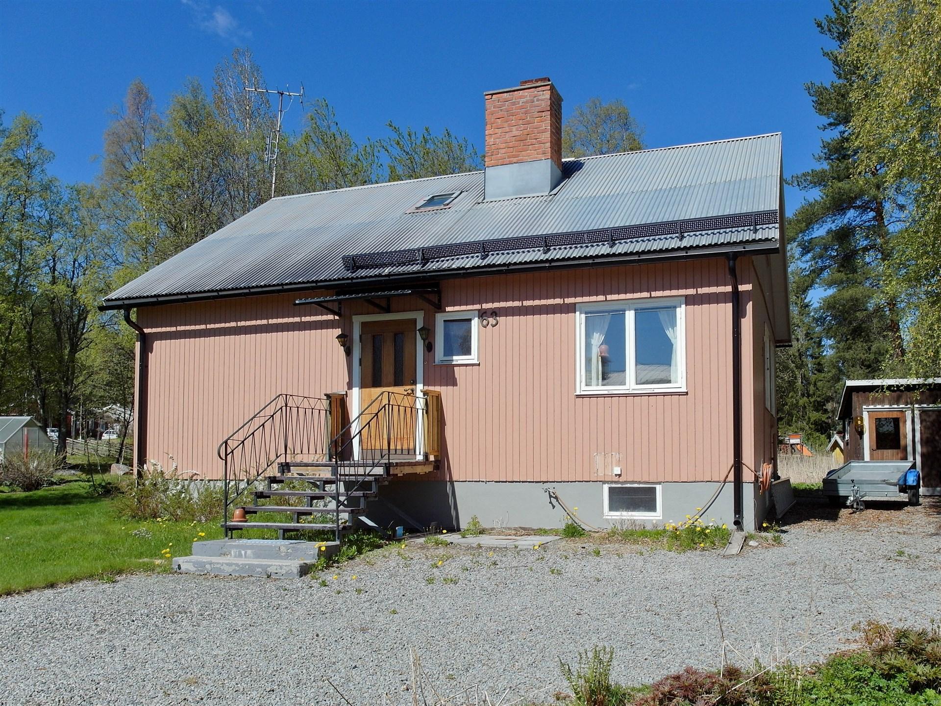1½ plans villa med källare.