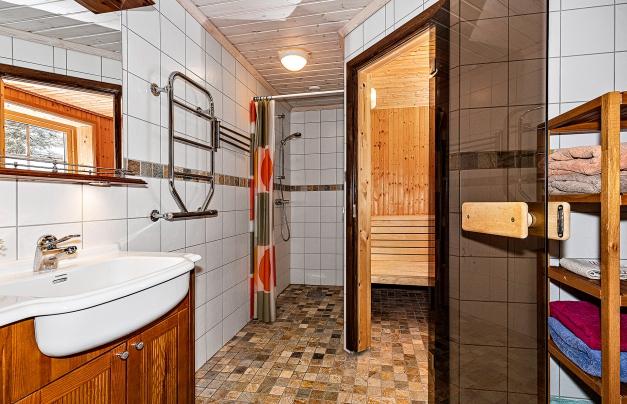 Badrum med bastu, dusch & WC