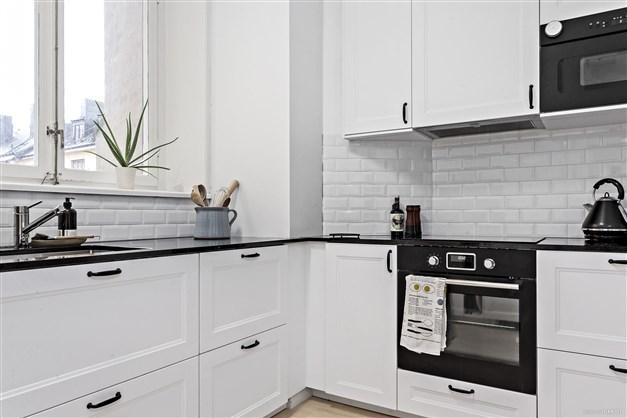Köket är nyrenoverat med nya vitvaror och fullt maskinellt utrustat.