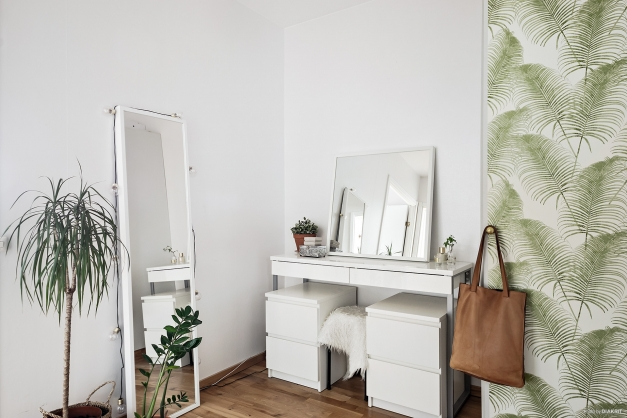Mellan hall och sovrum finns möblerbara kvadratmeter.