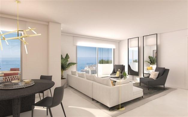 Vardagsrum med fantastiska fönsterpartier