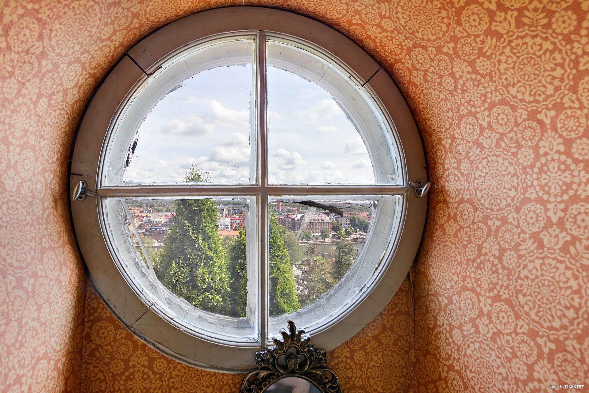 Badrumsfönster med utsikt
