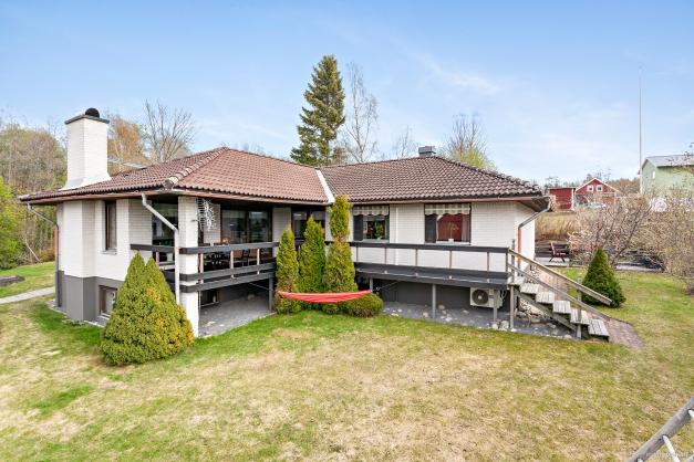 Rymlig villa om 129 kvadratmeter per plan.