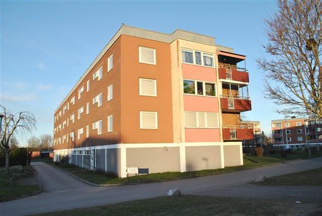 Fasadbild med balkongen i söderläge