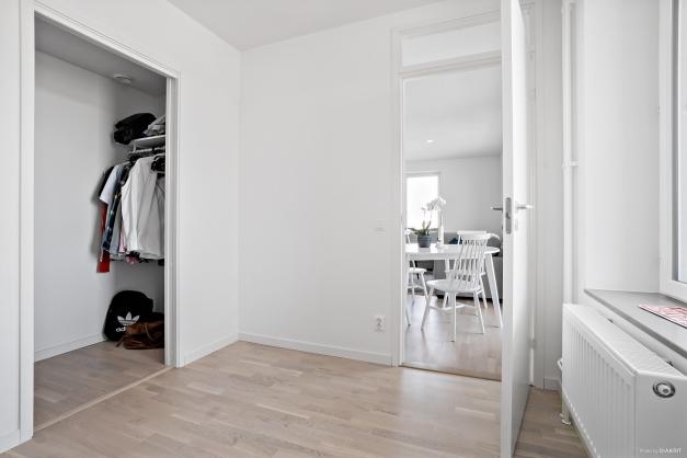 Sovrum 2 - mindre sovrummet med klädkammare