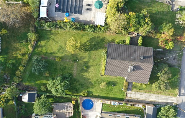 Huset och tomten sett från ovan