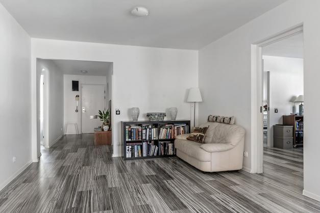 Sovrum till vänster kök arbetsrum till höger