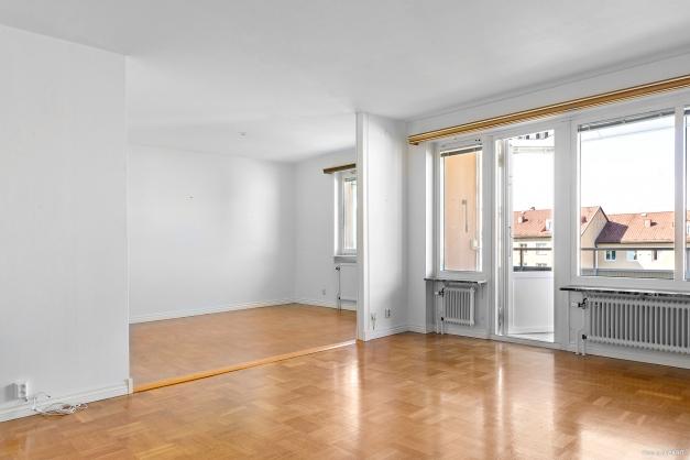 Vardagsrummet har öppen planlösning till intilliggande allrum