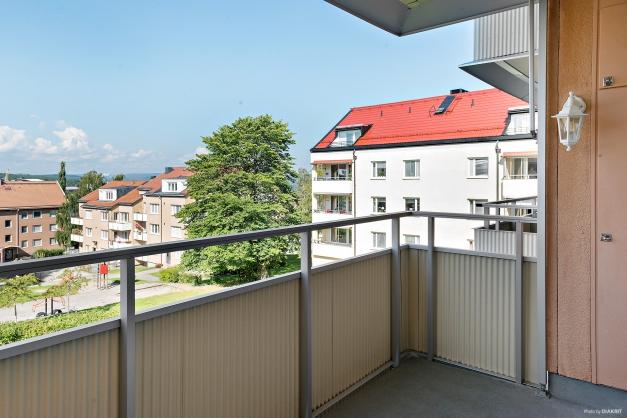 Rymlig balkong härlig eftermiddagssol
