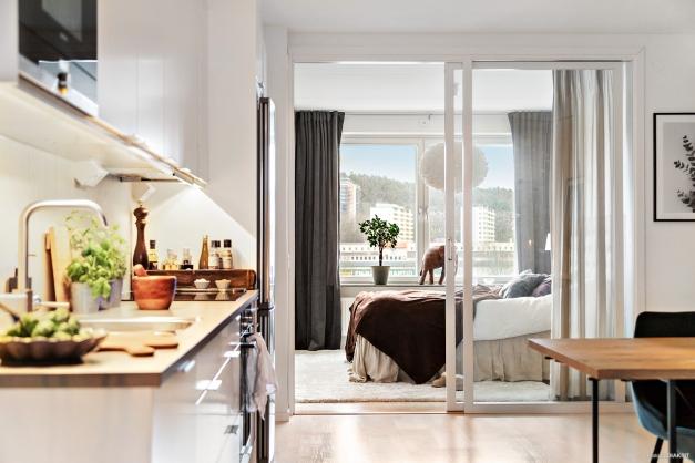 Mysigt och rogivande sovrum med gott  om förvaring.