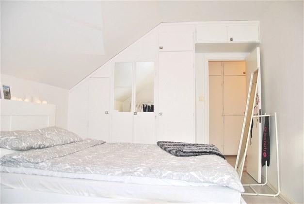 Sovrum med  platsbyggda garderober, yteffektivt!